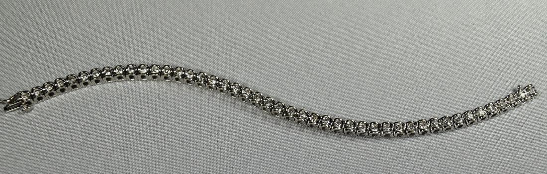 DIAMOND & 14KT WHITE GOLD TENNIS BRACELET: