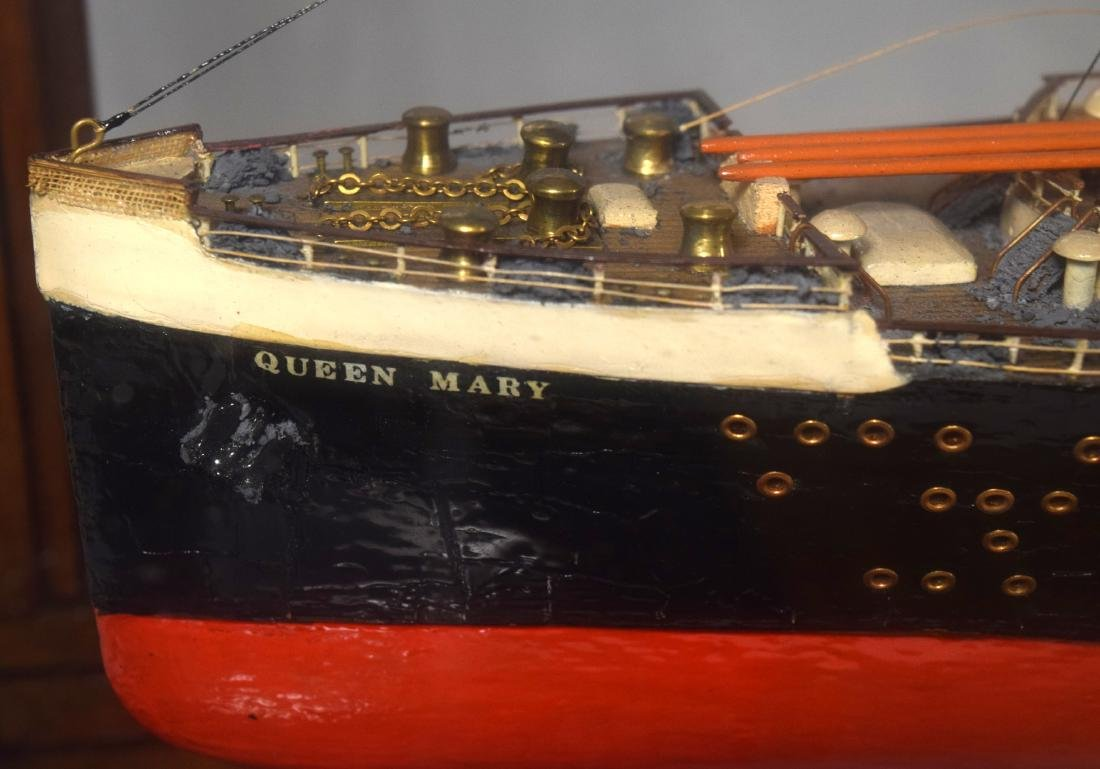 DISPLAY SHIP MODEL OF THE QUEEN MARY OCEAN LINER: - 3