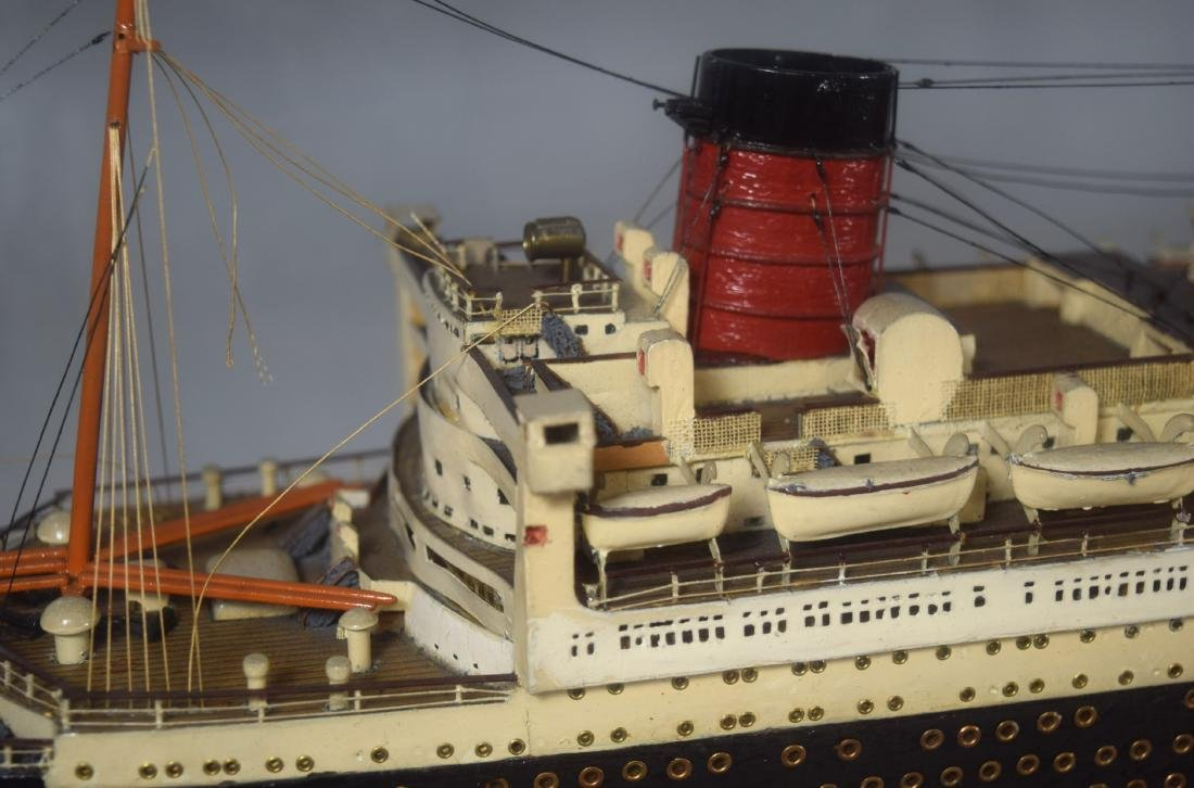 DISPLAY SHIP MODEL OF THE QUEEN MARY OCEAN LINER: - 4