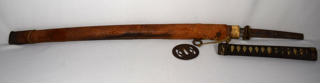 EARLY JAPANESE SAMURAI SWORD WITH LEATHER SCABBARD: