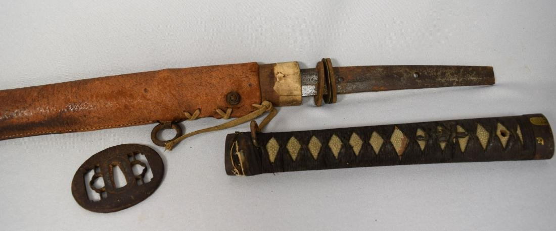EARLY JAPANESE SAMURAI SWORD WITH LEATHER SCABBARD: - 2