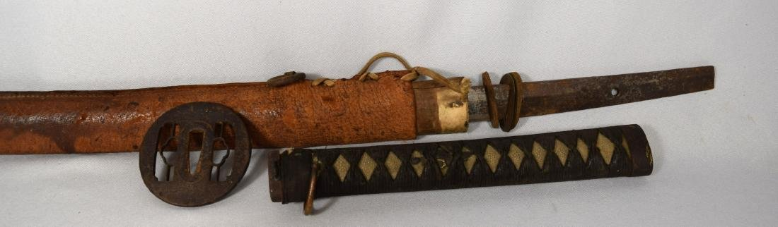 EARLY JAPANESE SAMURAI SWORD WITH LEATHER SCABBARD: - 3