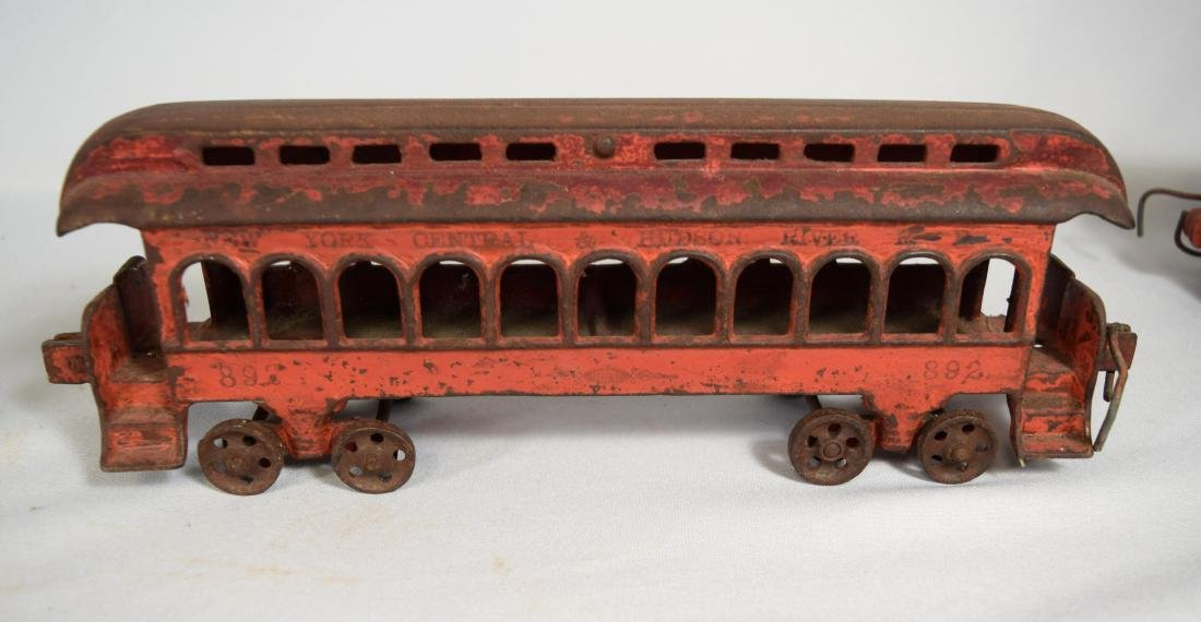 WILKINS CAST IRON FLOOR TRAIN: - 6