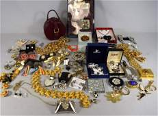 LARGE COLLECTION OF COSTUME JEWELRY ITEMS