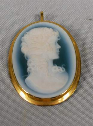CARVED GREEN AGATE & 18K GOLD CAMEO PENDANT PIN