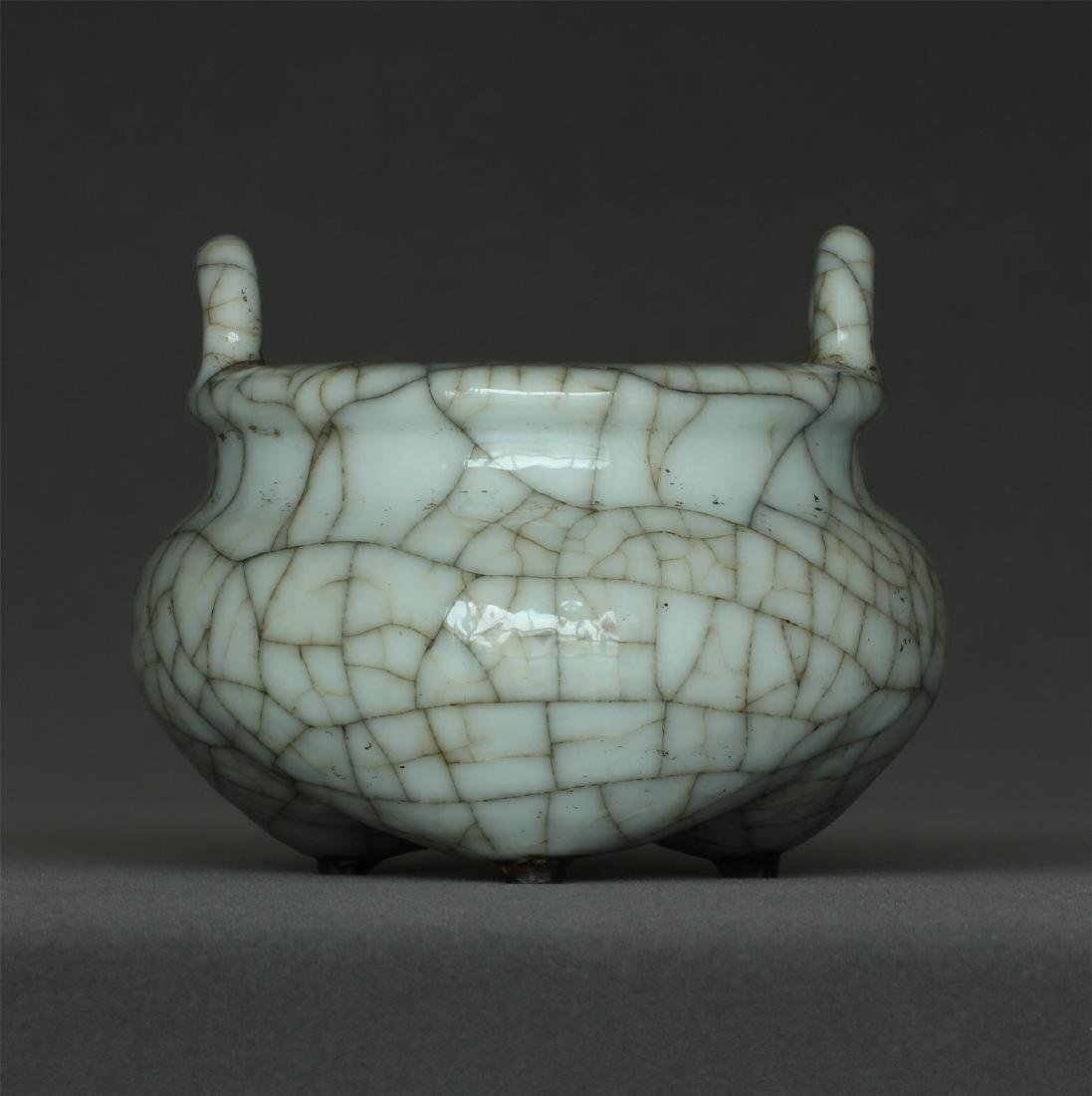A Ge-Kiln Censer Southern Song Dynasty.