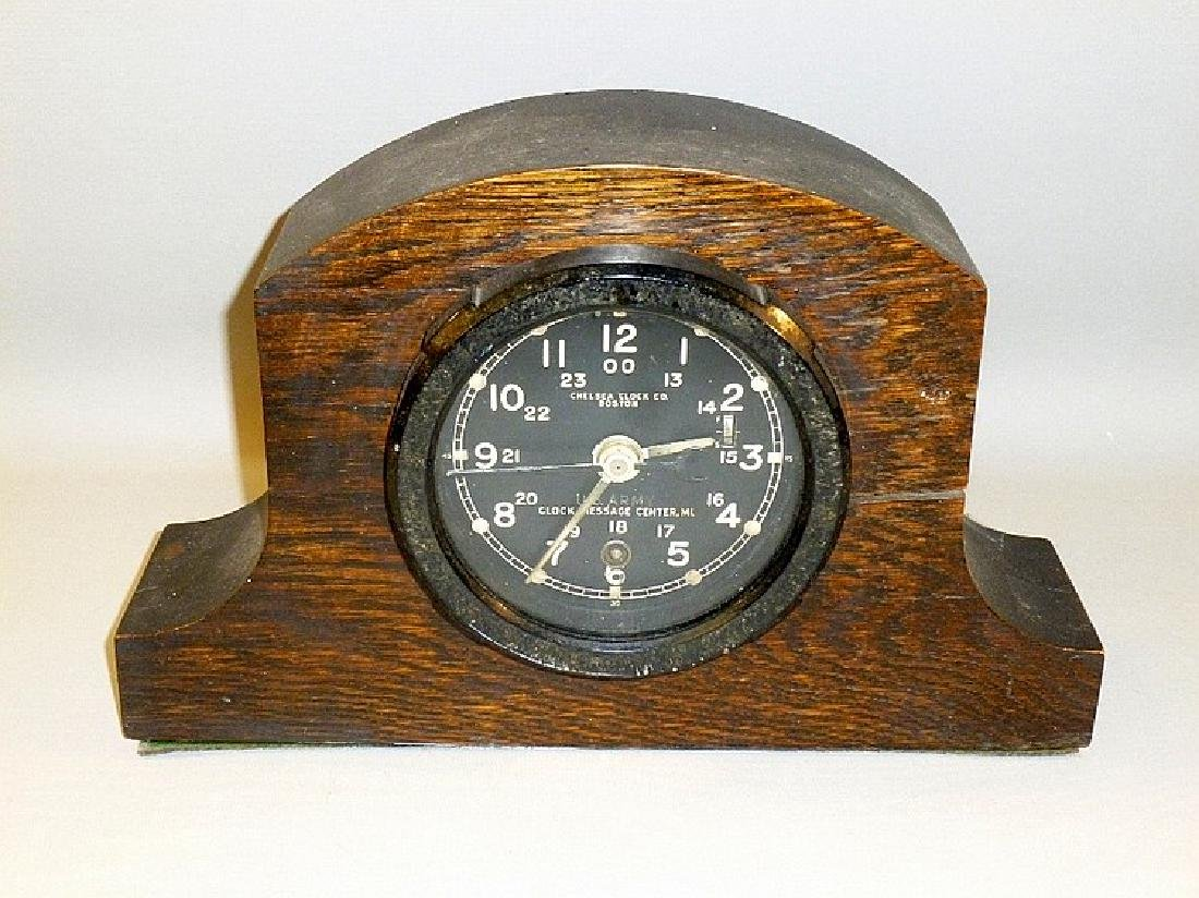 1930's/40's U.S. ARMY BAKELITE RIMMED CLOCK IN AN OAK