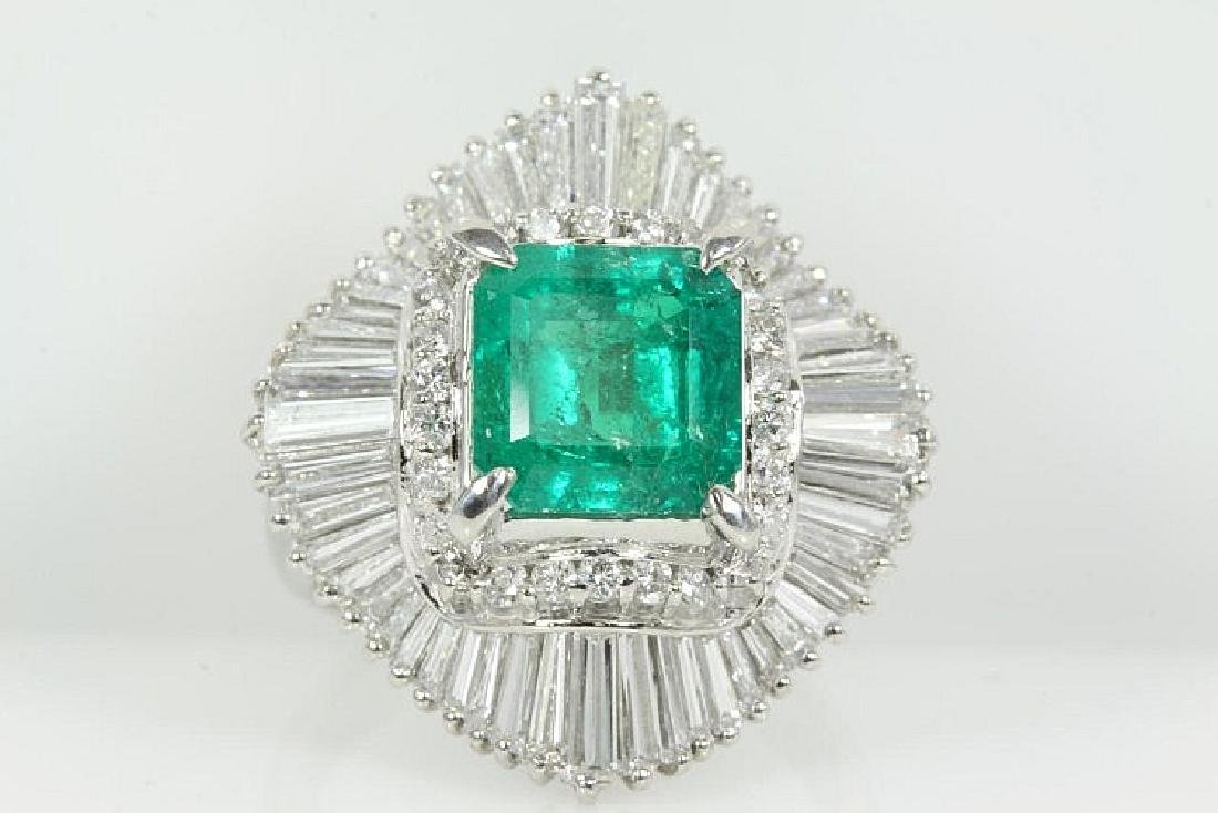 Colombian Emerald of 2.76ct and Diamond Ring