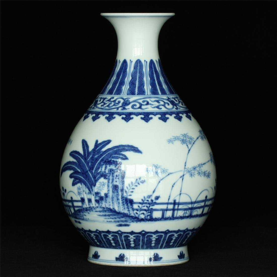 Blue and white porcelain vase of Qing Dynasty GuangXu