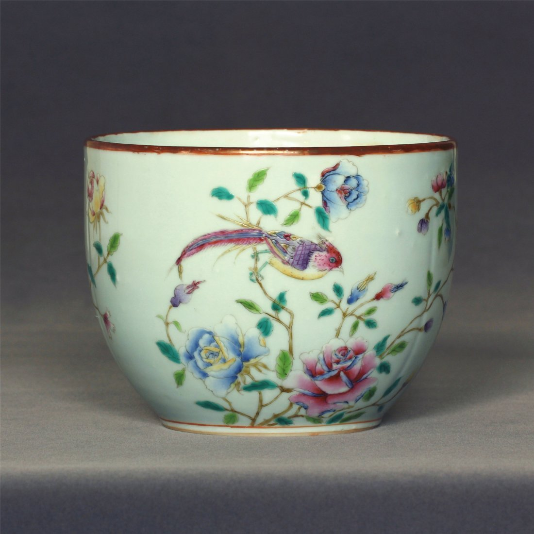 Famille rose porcelain small jar of Qing Dynasty
