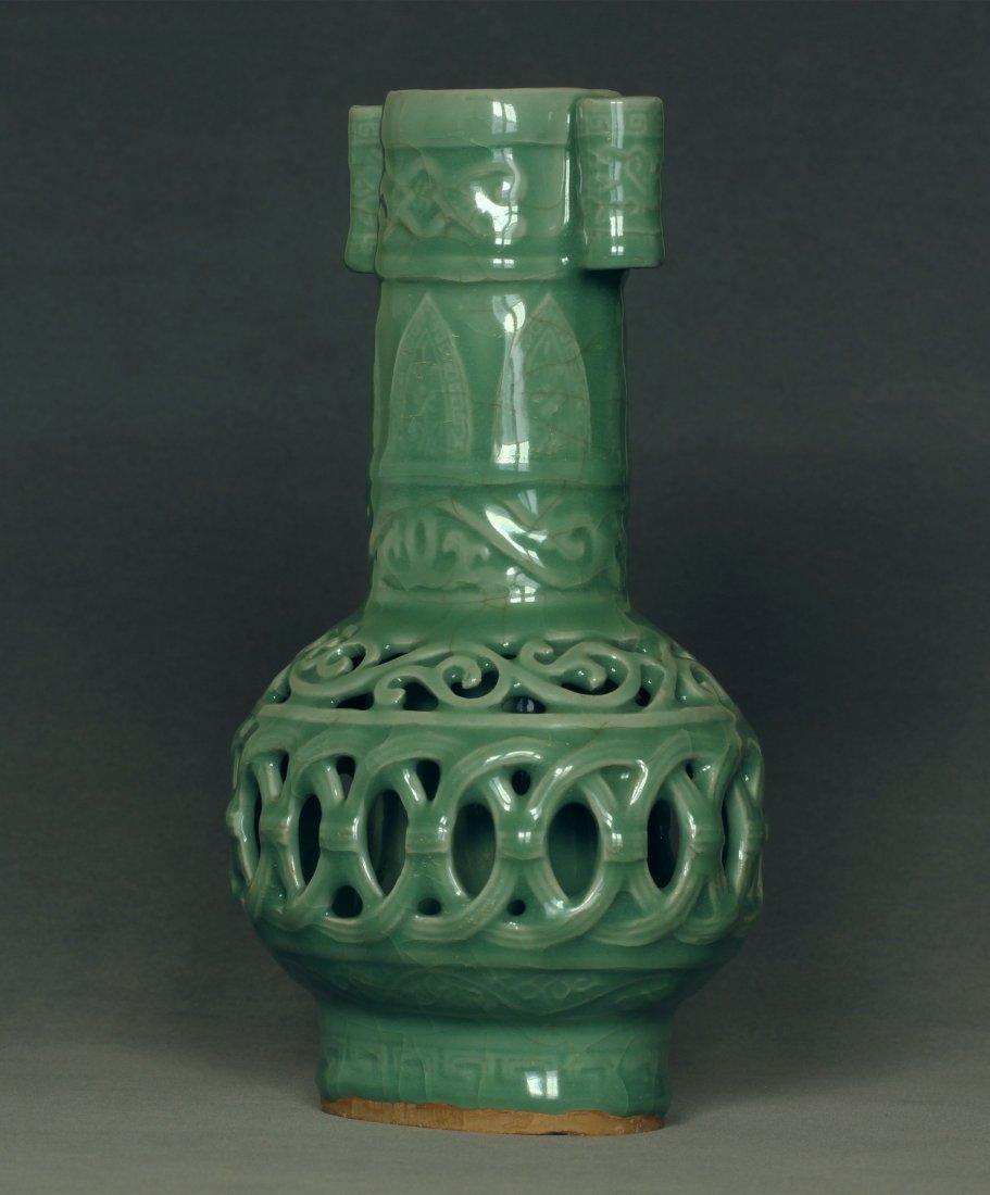 A LongQuan-Kiln Vase Southern Song Dynasty.