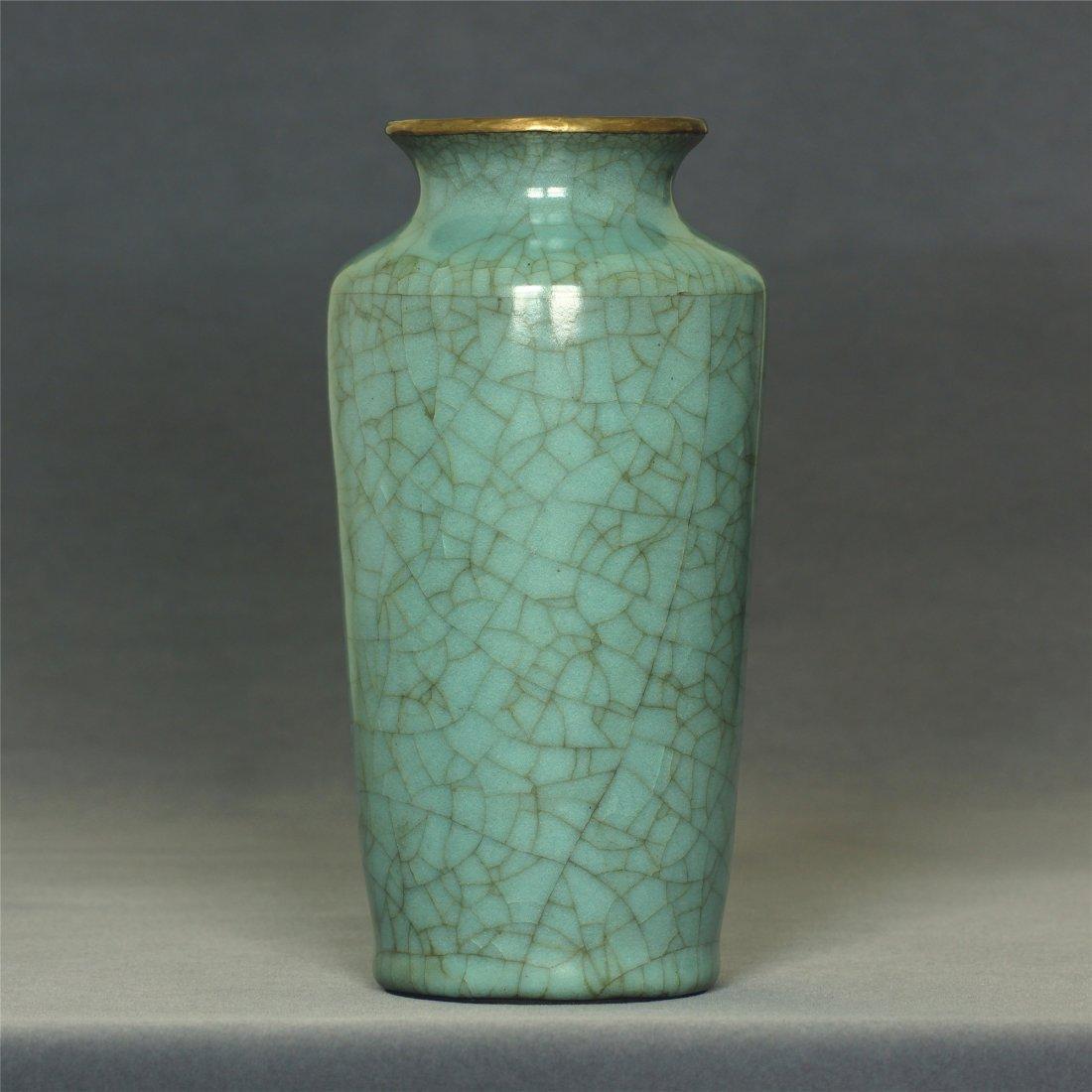 A Guan-Kiln Vase Southern Song Dynasty.