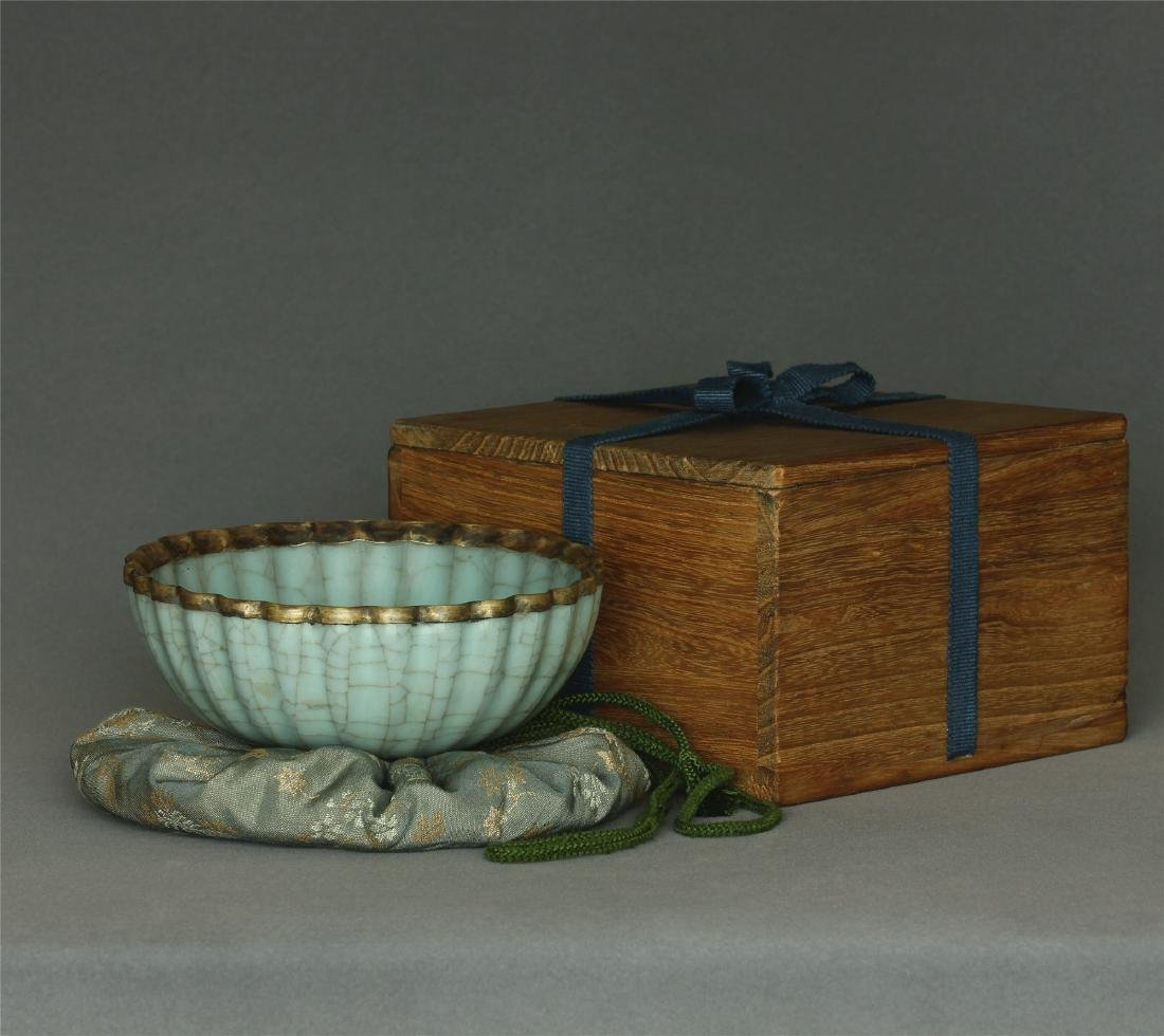A Guan-Kiln Bowl Southern Song Dynasty.