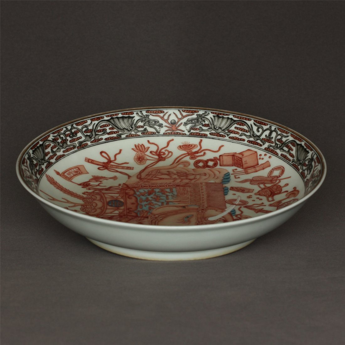Red color porcelain plate of Qing Dynasty QianLong
