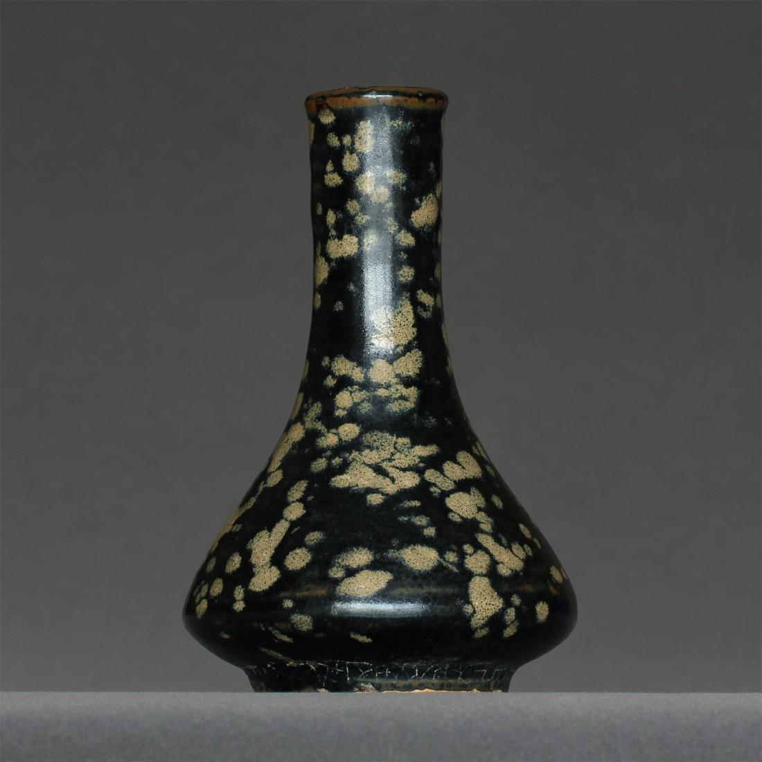 A JiZhou-Kiln Small Vase. Measure(inch), Height: 4-3/4