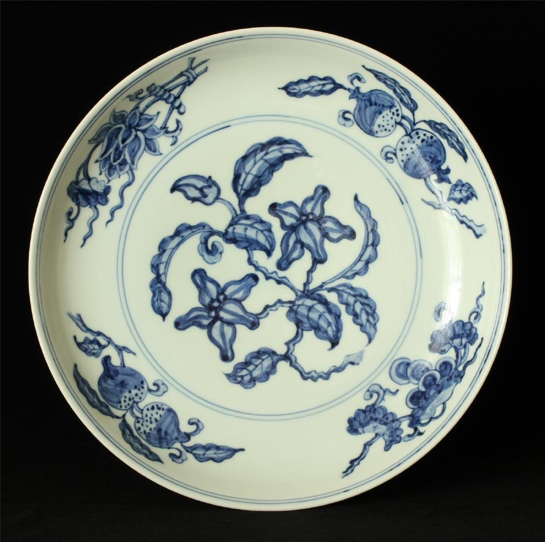 Blue and white porcelain plate of Ming Dynasty HongZhi