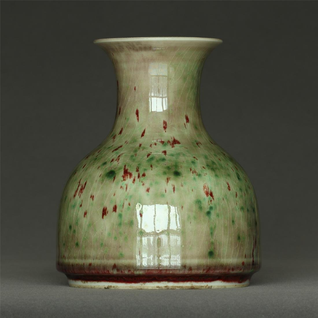 Red glaze discoloration porcelain vase of Qing Dynasty