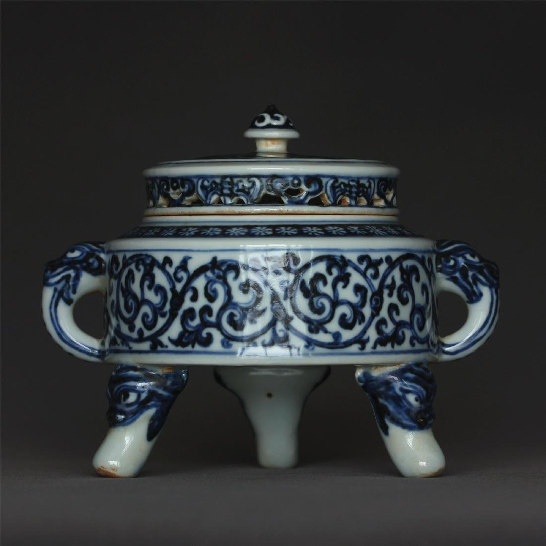Blue and white porcelain censer of Ming Dynasty XuanDe