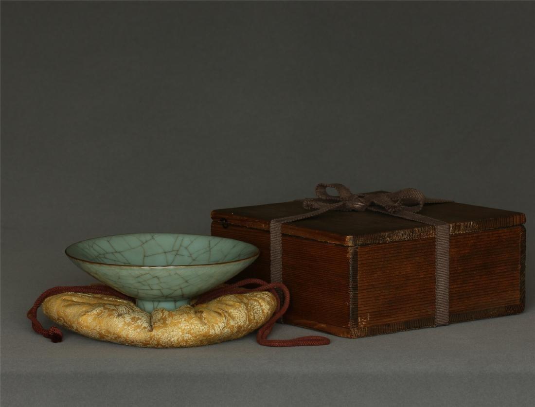 A Guan-Kiln Bowl Southern Song Dynasty. Contains box