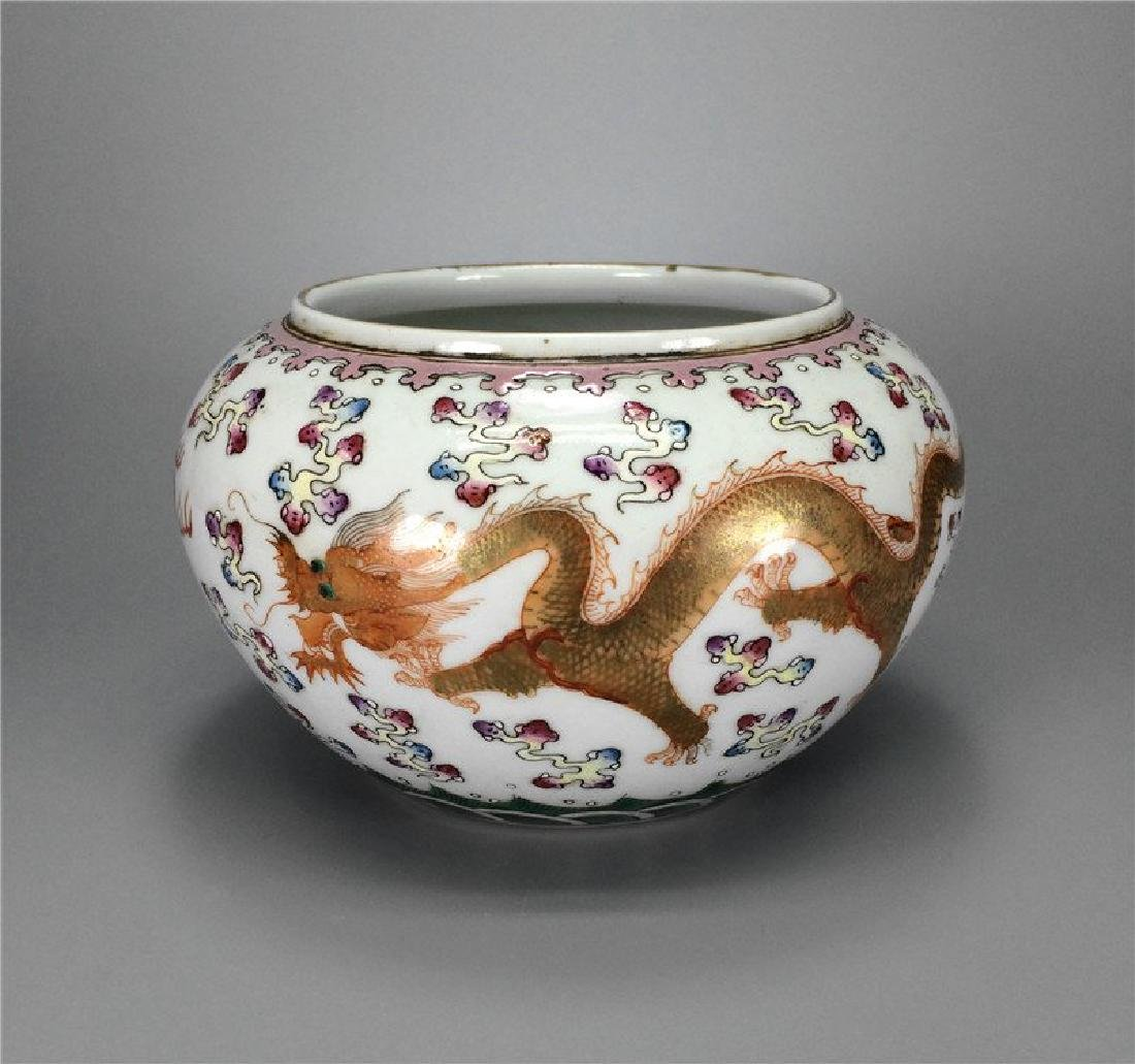 Cheinese Famille rose porcelain Jar of Qing Dynasty