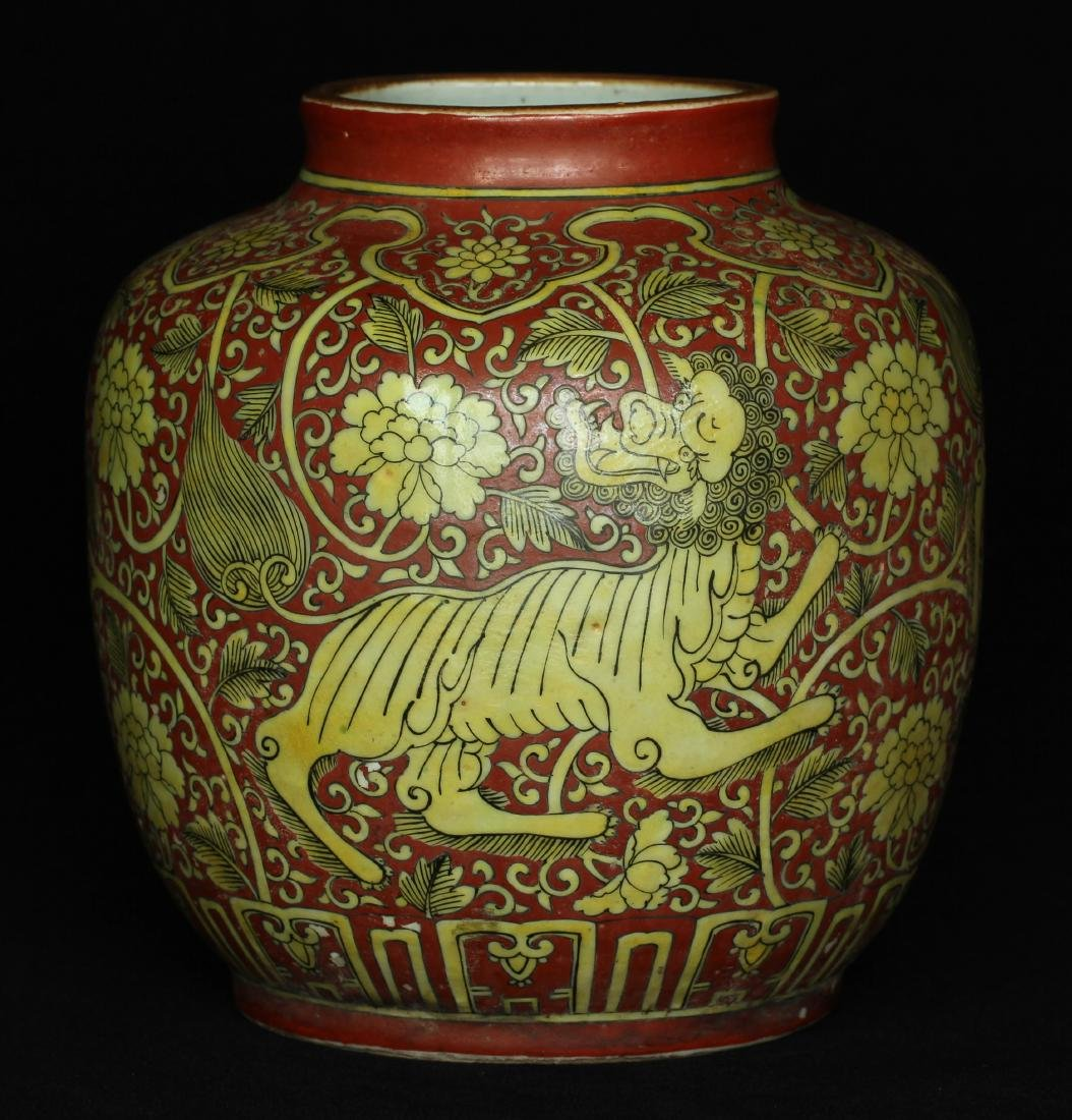 Red and yellow porcelain jar Ming Dynasty.