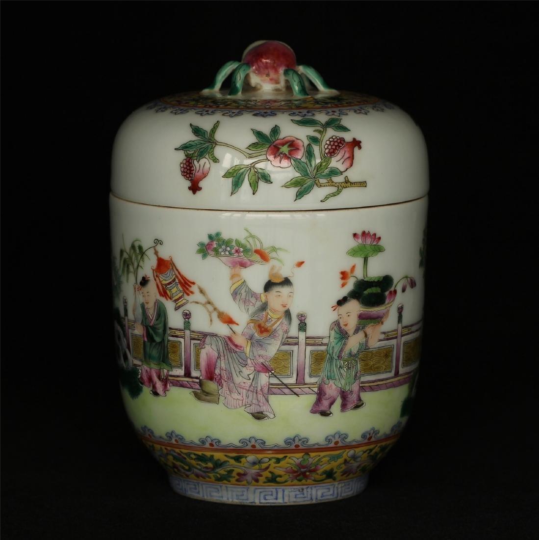 Famille rose porcelain jar of Qing Dynasty JiaQing