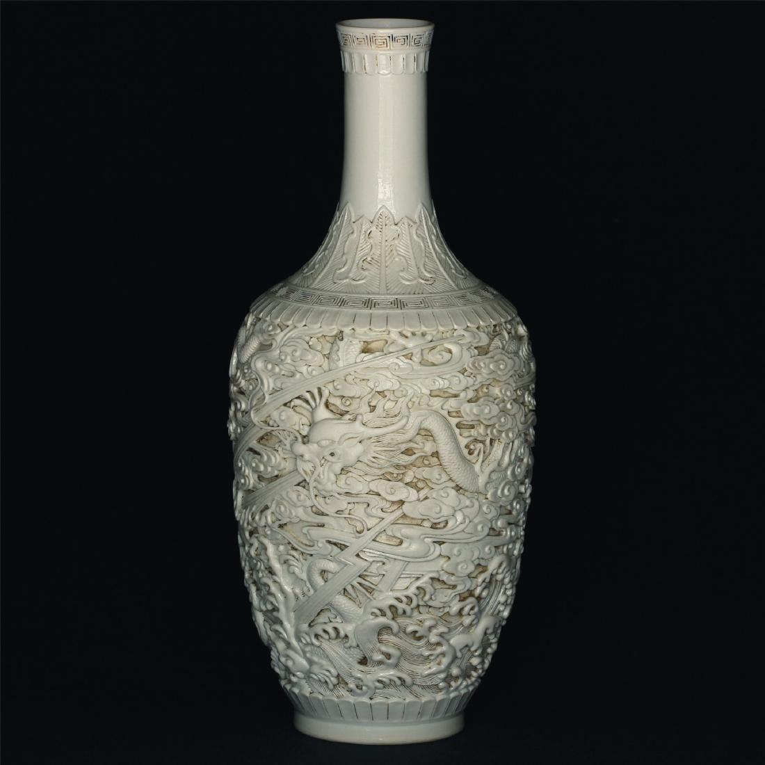 White glaze carving porcelain vase of Qing Dynasty - 3