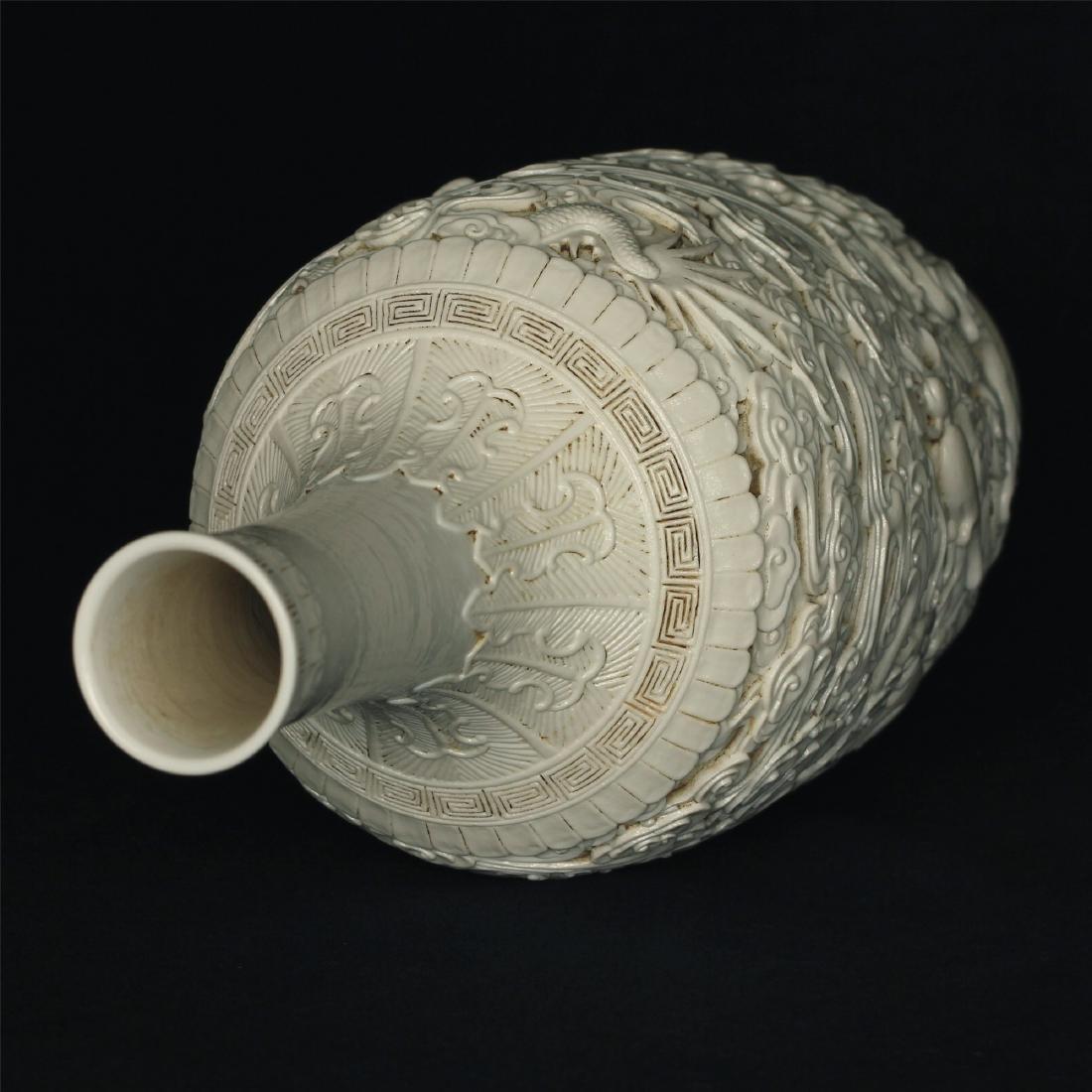 White glaze carving porcelain vase of Qing Dynasty - 5