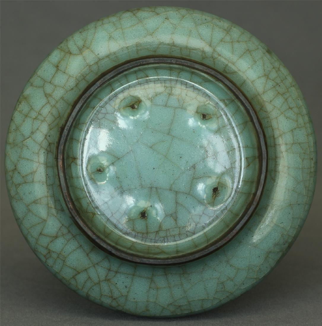 A Guan-Kiln Vase Southern Song Dynasty. - 10