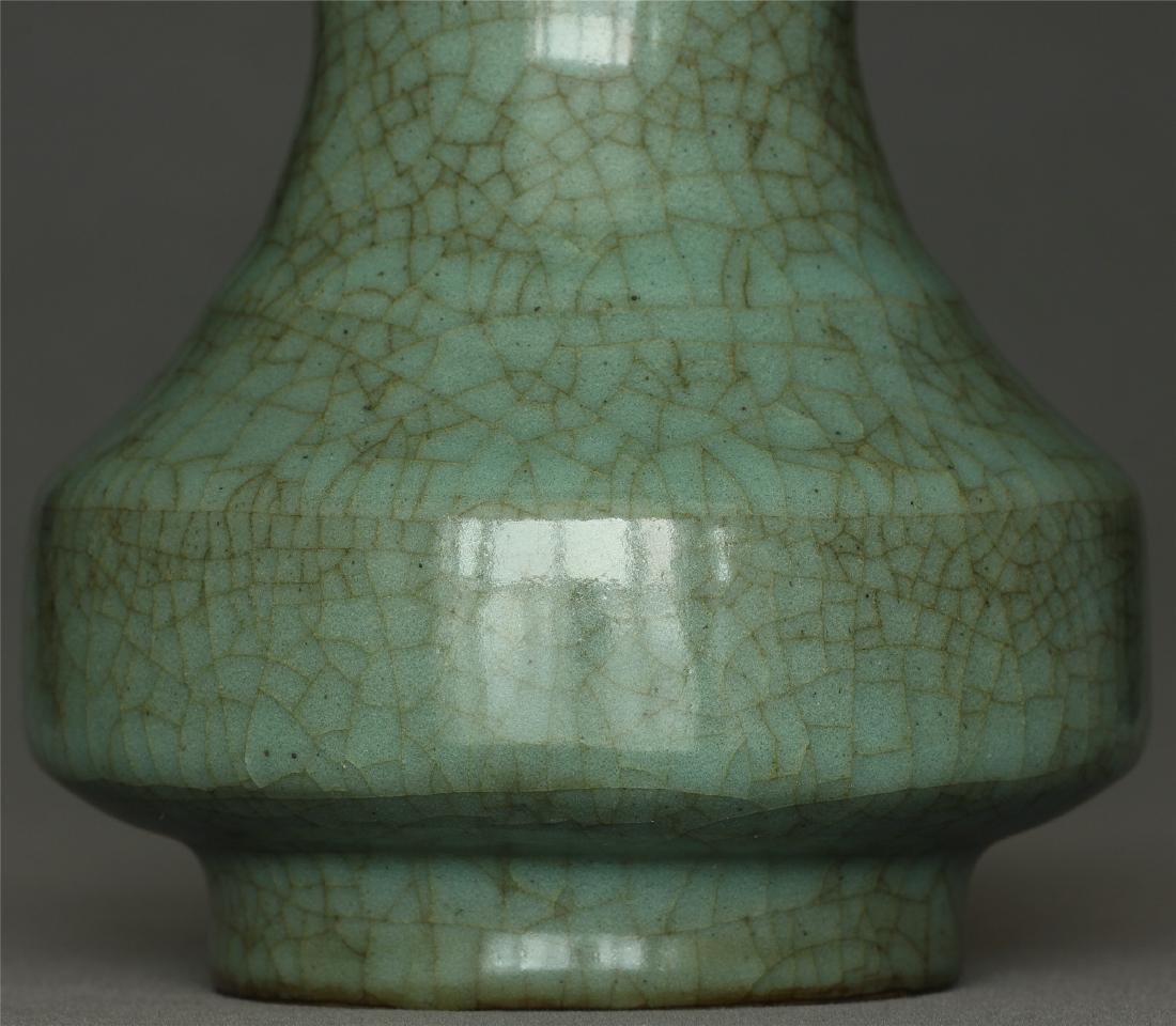 A Guan-Kiln Vase Southern Song Dynasty. - 6