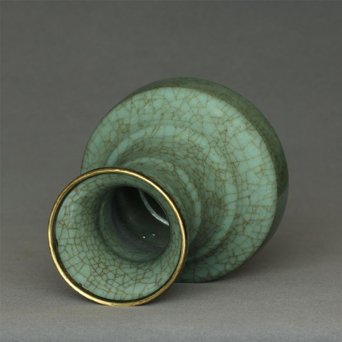 A Guan-Kiln Vase Southern Song Dynasty. - 8