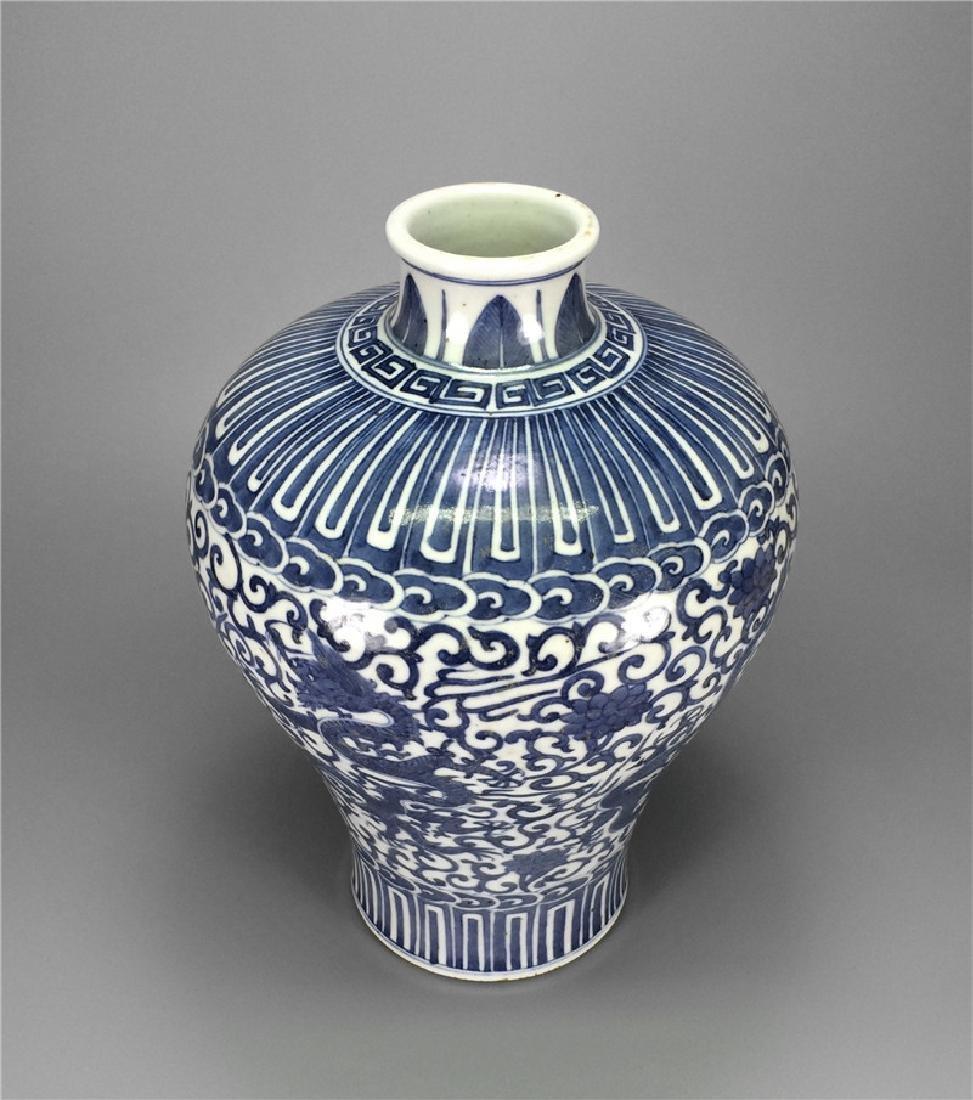 Blue and white porcelain vase of Ming Dynasty. - 2
