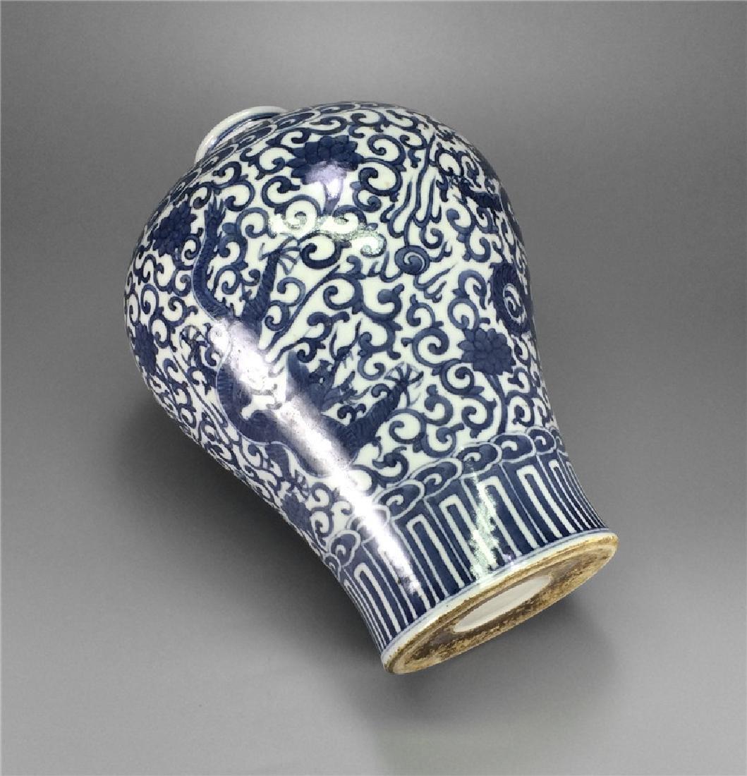 Blue and white porcelain vase of Ming Dynasty. - 4