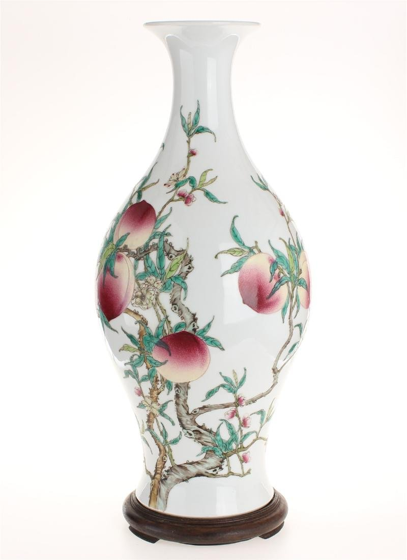 Exquisite famille rose porcelain vase of Qing Dynasty