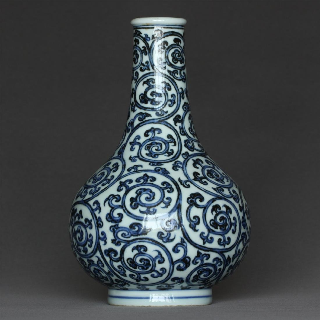 Blue and white porcelain vase of Ming Dynasty XuanDe