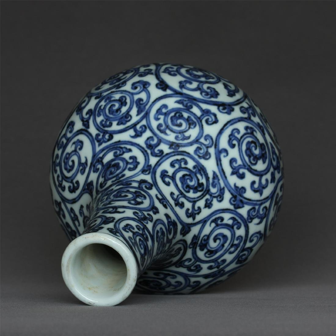Blue and white porcelain vase of Ming Dynasty XuanDe - 8