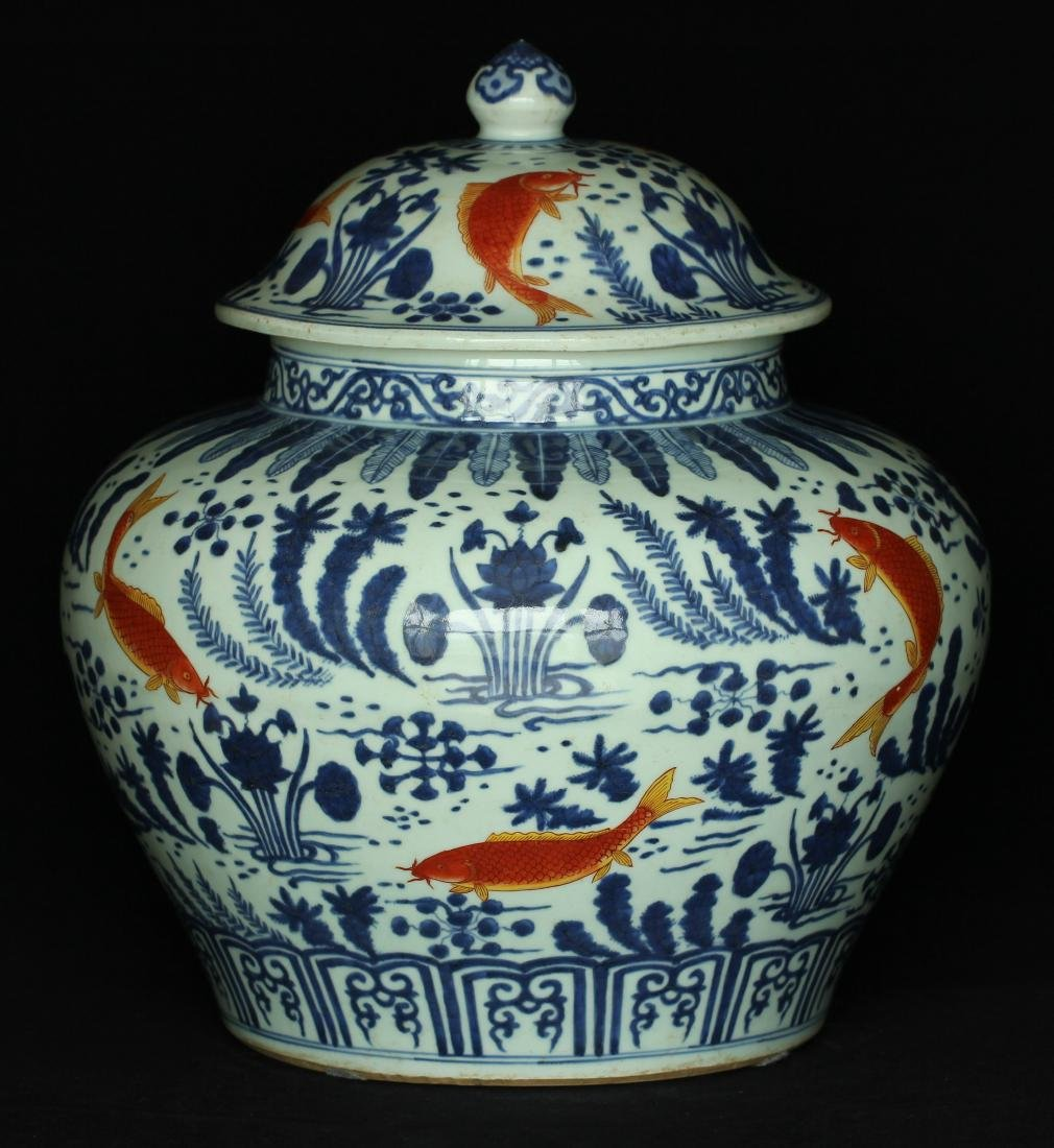 Blue and white & red color porcelain jar of Ming