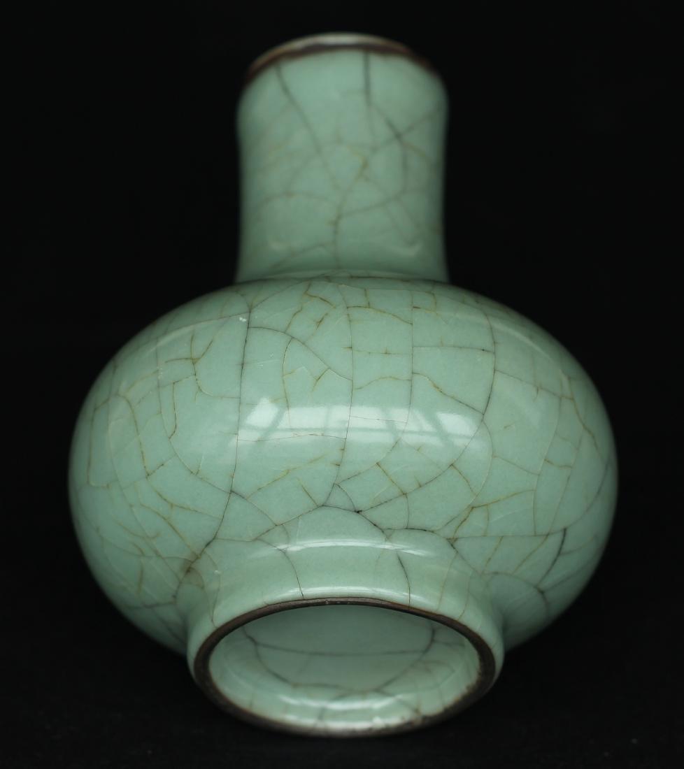 A Guan-Kiln Vase Southern Song Dynasty. - 9