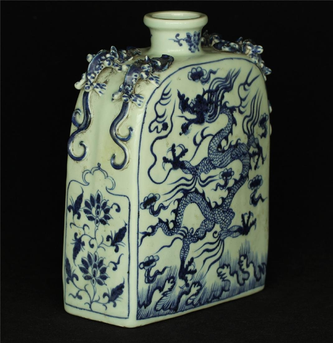 Chinese blue and white porcelain vase of Ming Dynasty. - 10
