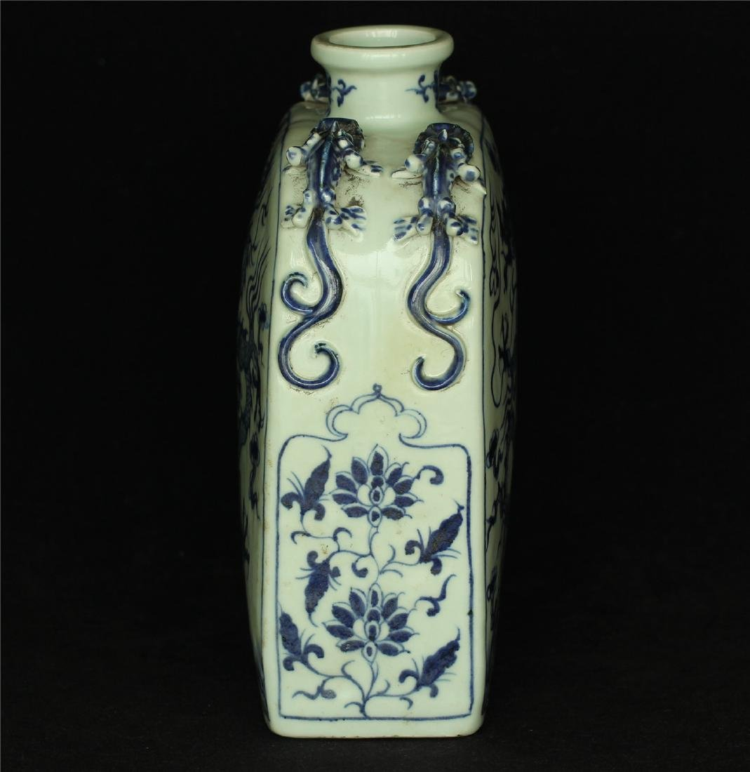 Chinese blue and white porcelain vase of Ming Dynasty. - 3
