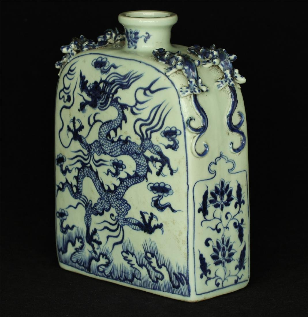 Chinese blue and white porcelain vase of Ming Dynasty. - 4