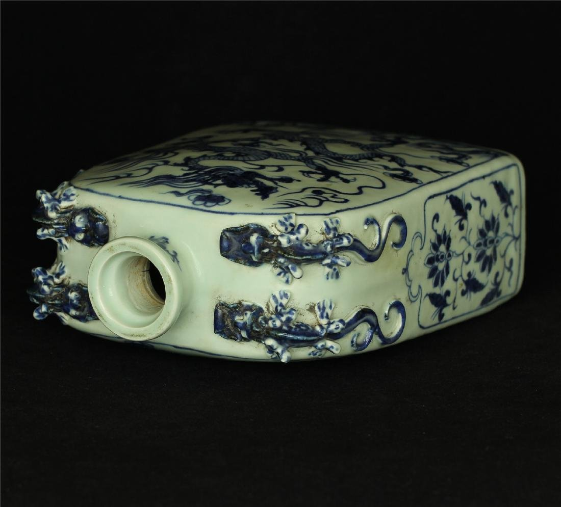 Chinese blue and white porcelain vase of Ming Dynasty. - 5