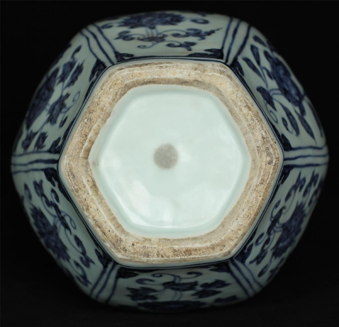Chinese blue and white porcelain vase of Ming Dynasty - 2