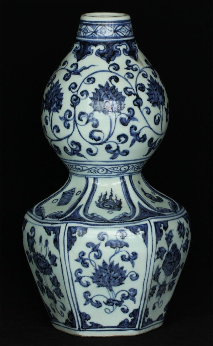 Chinese blue and white porcelain vase of Ming Dynasty - 4