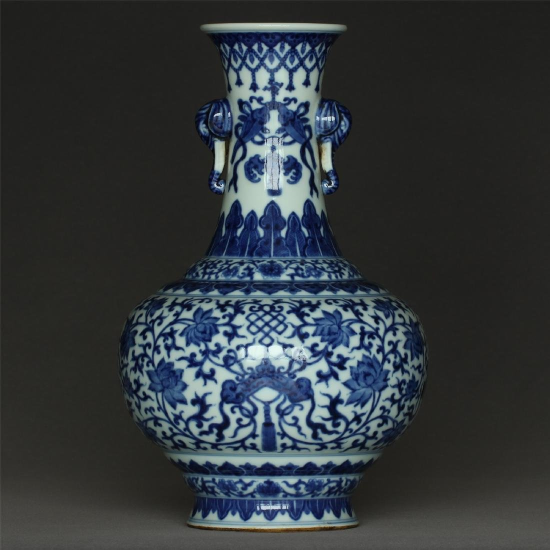 Chinese blue and white porcelain vase of Qing Dynasty