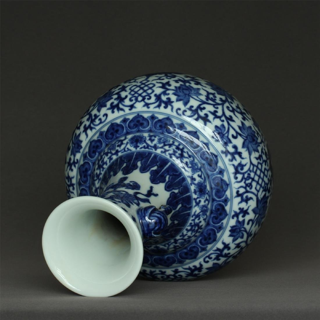 Chinese blue and white porcelain vase of Qing Dynasty - 3