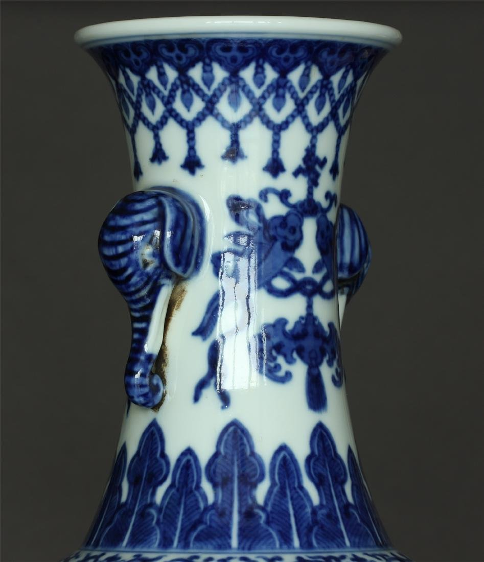Chinese blue and white porcelain vase of Qing Dynasty - 7