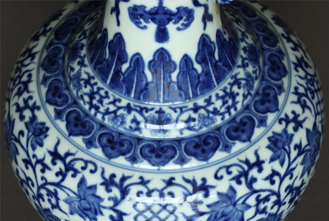 Chinese blue and white porcelain vase of Qing Dynasty - 8