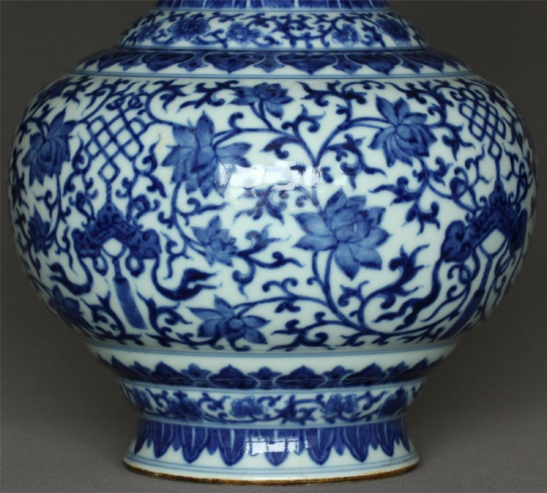Chinese blue and white porcelain vase of Qing Dynasty - 9