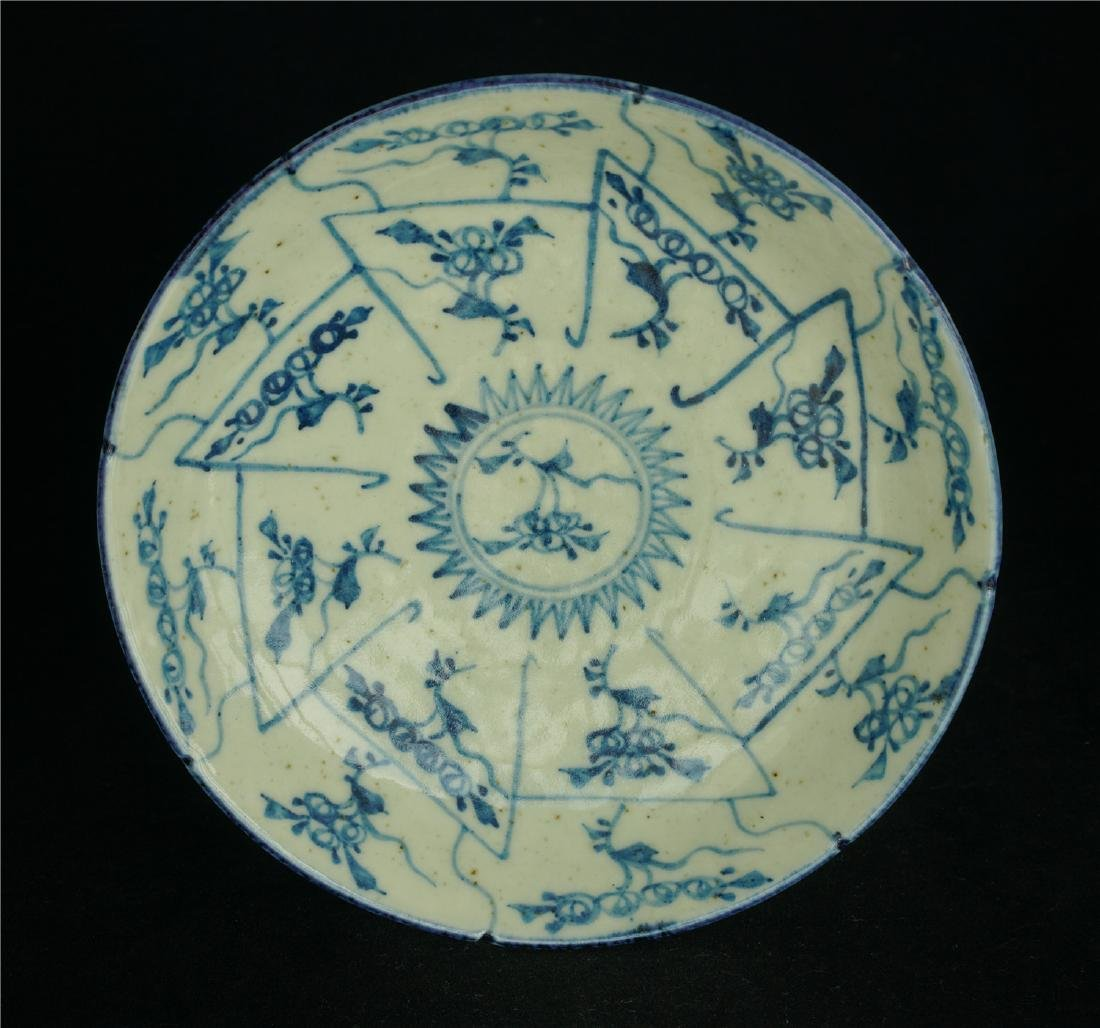 Chinese blue and white porcelain plate of Qing Dynasty